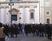 Il sit-in per Emanuela Orlandi davanti alla chiesa romana di S. Apollinare (Ansa)