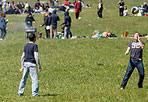 Sole agli Acquedotti - Un'altra giornata di sole al Parco degli Acquedotti, dove anche oggi molti studenti ancora in vacanza trascorreranno le ultime ore libere prima del ritorno a scuola, mercoledì 11 aprile (foto Eidon)