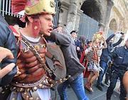 Un momento dei tafferugli al Colosseo (foto Jpeg)