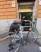 Una ciclofficina  in via Madonna dei Monti (Jpeg)