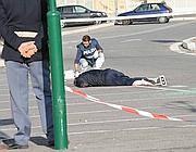 Il corpo di Angelotti a terra dopo la sparatoria seguita alla rapina di Mezzocammino (Proto)