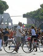Ciclisti ai Fori Imperiali (Eidon)