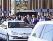 Code ai taxi alla stazione Termini (Ansa)