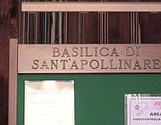 L'ingresso della Basilica di S. Apollinare, vicino piazza Navona a Roma (Proto)