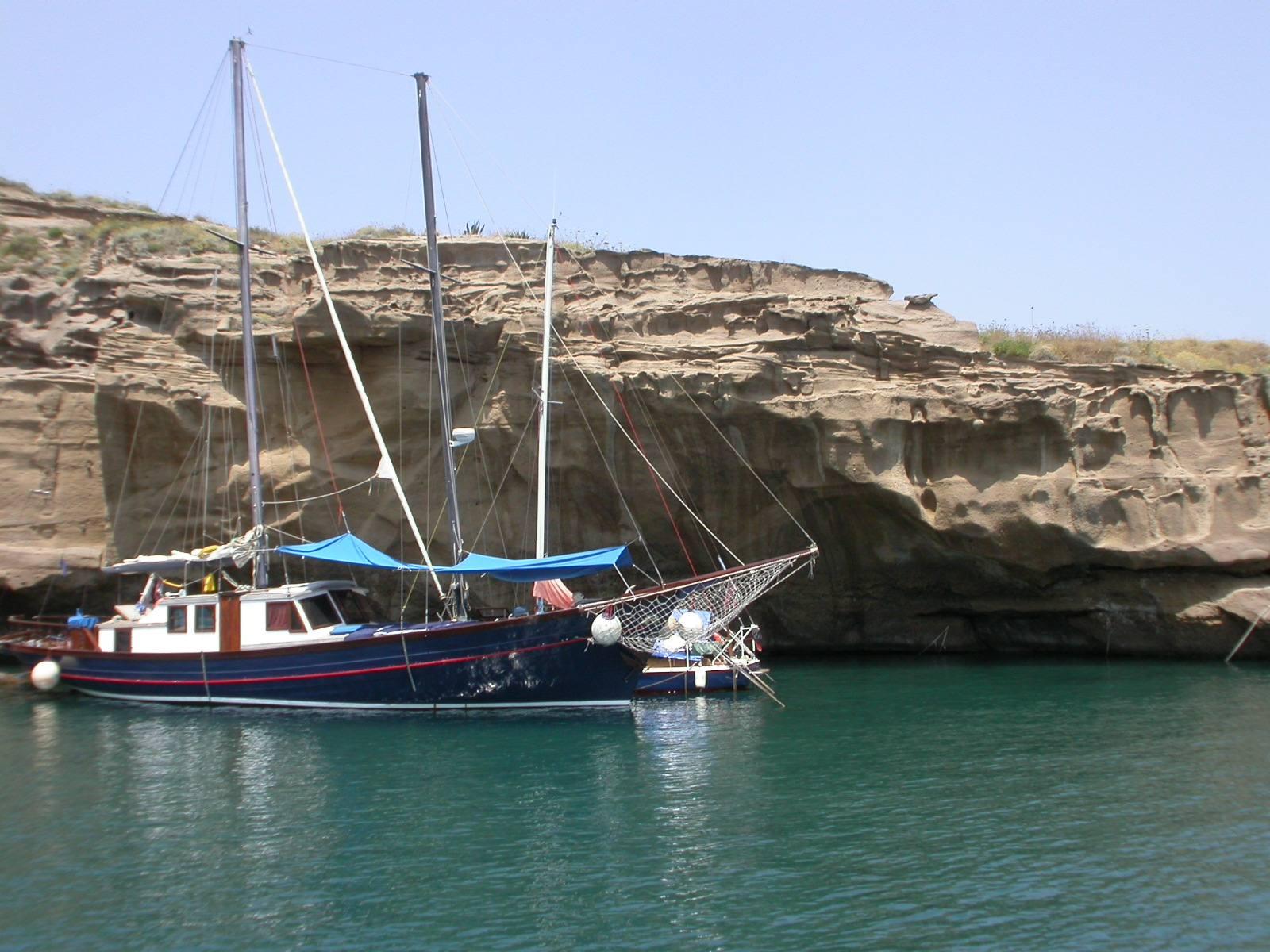 Il mare blu dell'isola