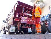 Il camion dell'Ama per il ritiro dell'umido (Eidon)