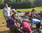 I volontari romani montano le tende (Omniroma)