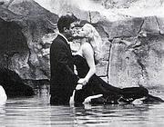 La scena del film La Dolce Vita con Mastroianni e la Ekberg