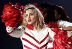 Il giorno di «MDNA» - Il Dance Party di Madonna è a Roma. Partito da Tel Aviv il 31 maggio, il tour MDNA fa tappa martedì 12 giugno  allo stadio Olimpico. Special guest del concerto nella Capitale (e in quelli di Milano e Firenze) sarà il noto dj e produttore discografico francese Martin Solveig. La scaletta dello spettacolo ripercorre la carriera di Madonna, con alcuni dei maggiori successi che l'hanno consacrata regina del pop e naturalmente le canzoni dell'ultimo album «MDNA», uscito in tutto il mondo il 26 marzo. Il disco contiene il nuovo singolo «Girl Gone Wild», la hit «Give Me All Your Luvin'» ( la canzone più passata dalle radio italiane per 5 settimane consecutive, video visto 32 milioni di volte su You Tube) e la ballata «Masterpiece» (premio Golden Globe per la Migliore Canzone, tratta dal film «W.E», diretto da Madonna stessa)