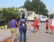 L'ispezione dei vigili, martedì, al campo rom di vi Salone (Proto)