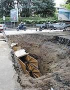 Voragine in via leone xiii traffico in tilt il dissesto for Via leone xiii roma