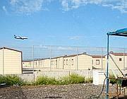Un aereo sorvola il campo diretto allo scalo di Ciampino (Altimari)