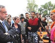Il ministro Andrea Riccardi ascolta una nomade (Proto)