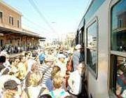Folla sul treno verso il mare (foto dal web)