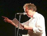 Marco Lodoli sul palco di «Gita al Faro» a Ventotene