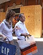 Roma, pochi passanti sabato nelle vie dello shopping (Jpeg)