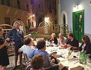 Ventotene: una delle cene-simposio con gli 8 autori, seguiti dalle telecamere