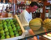 Frutta e gelato da Giolitti a Testaccio (foto Torriero)
