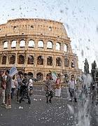 La neve artificiale al Colosseo nel flash mob di Cinecittà (Jpeg)