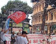 Neve a luglio, tra striscioni e slogan dei lavoratori di Cinecittà (Jpeg)
