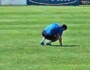 L'argentino cade in terra durante l'allenamento (foto da www.cittaceleste.it)