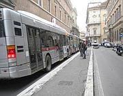 Bus bloccati dal traffico all'altezza della fermata soppressa (Rcs)