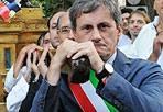 Processione - Anche il sindaco Alemanno ha partecipato sabato 21 luglio  alla solenne processione della Statua della Madonna del Carmine, Patrona del popolo di Trastevere, dalla Chiesa di Sant'Agata a quella di San Crisogono a Roma (Jpeg)