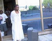 Uno dei rifugiati dell'Hotel Africa (Ansa)