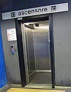 Ascensore fuoriuso alla fermata metr� Marconi (foto Jpeg)