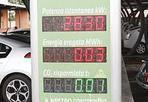 Taxi verdi - Verdi come i taxi degli Anni '60. Ma anche verdi perchè ecologici:  è stata inaugurata la nuova centrale operativa del 3570 completamente alimentata con il fotovoltaico. I taxi elettrici faranno qui il pieno di energia solare, fin dall'inizio del 2013. A Roma la cooperativa 3570 sfrutta energia ecocompatibile e mette in moto i primi taxi elettrici completamente alimentati con i pannelli che sfruttano l'energia solare. I primi venti sono nell'impianto fotovoltaico della sede di via del Casal Lumbroso