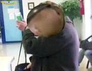 La falsa cieca in un fermo immagine del video che l'ha tradita (Proto)