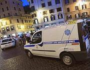 I veterinari del Comune in piazza di Spagna per visitare il cavallo svenuto (Jpeg) 