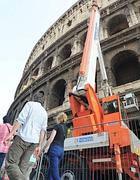 Colosseo, gru per la manutenzione straordinaria (Jpeg)