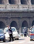 Auto deviate in un giorno di chiusura al traffico al Colosseo