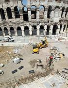 Lavori in corso all' esterno del Colosseo (Jpeg)