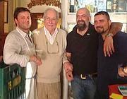 Iannone e gli altri soci con l'attore Riccardo Garrone