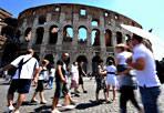 Turisti: +6% a luglio - «A luglio 2012, secondo i primi dati elaborati dall'Ente bilaterale per il turismo, a Roma nel comparto alberghiero si è registrato un incremento dei flussi turistici, rispetto lo stesso mese del 2011, del +6,70 di arrivi e del +6% di presenze», spiega Antonio Gazzellone, delegato al turismo della giunta Alemanno.
