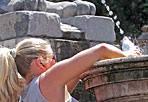 Clima rovente - Sole e caldo non concedono ancora pause. Martedì un'altra giornata dal clima rovente e punte di 40 gradi percepiti a Roma. Temperature: minime da 20 (Rieti e Viterbo) a 23 gradi (Latina), massime tra 32 (Latina) e 35 gradi (Roma e Frosinone). Venti deboli. Mari poco o leggermente mossi (Foto Jpeg)