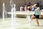 Il giorno più caldo - Non solo un'altra giornata di torrido sole, ma il giorno più caldo dell'anno. Così è stato segnalato dagli esperti mercoledì 22 agosto, nell'estate che sta mostrando la colonnina di mercurio sempre abbondantemente sopra le medie stagionali. Picchi nuovamente intorno ai 40 gradi percepiti. Temperature: minime da 19 (Viterbo) a 23 gradi (Latina), massime tra 33 (Latina, Rieti e Viterbo) e 36 gradi (Roma). Venti deboli. (Foto Eidon)