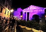 Cabbalà per 30mila -  Musica, arte e letteratura nel cuore di Roma, all'interno del ghetto ebraico, per la notte della Cabbalà. A parteciparvi, tra gli altri, il sindaco Gianni Alemanno che ha affermato: «ci sono 30 mila persone solo adesso, questo vuol dire che sicuramente sarà battuto il record dell'anno scorso». In migliaia hanno partecipato ad un'intera notte di musica, teatro, letteratura in omaggio alla cultura ebraica, nel ghetto di Roma, tra Portico d'Ottavia, Lungotevere dèCenci e via del Tempio. Il festival andrà avanti fino al 12 settembre (foto Jpeg)