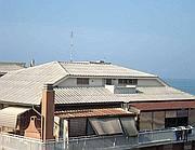 Un tetto in amianto a Ostia