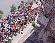 Turisti in coda per i musei Vaticani (foto Jpeg)