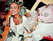 Uno dei festini in costume organizzati da De Romanis