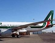 Un velivolo Alitalia (Ansa)