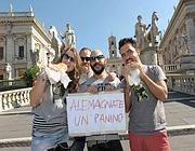 Il flash mob contro l'ordinanza anti-panino (Jpeg)