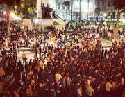 La folla del sabato notte in piazza Cavour (da Twitter)