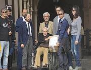 La delegazione guidata da Citto Maselli (al centro). A sinistra, il consigliere comunale del Pd Athos De Luca (Jpeg)