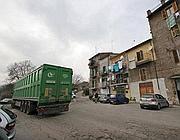 Un camion porta i rifiuti al termovalorizzatore di Colleferro (Jpeg)