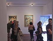 Primi visitatori alla mostra su Renato Guttuso