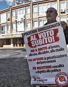 Una protesta alla Regione Lazio per chiedere le elezioni subito (Jpeg)
